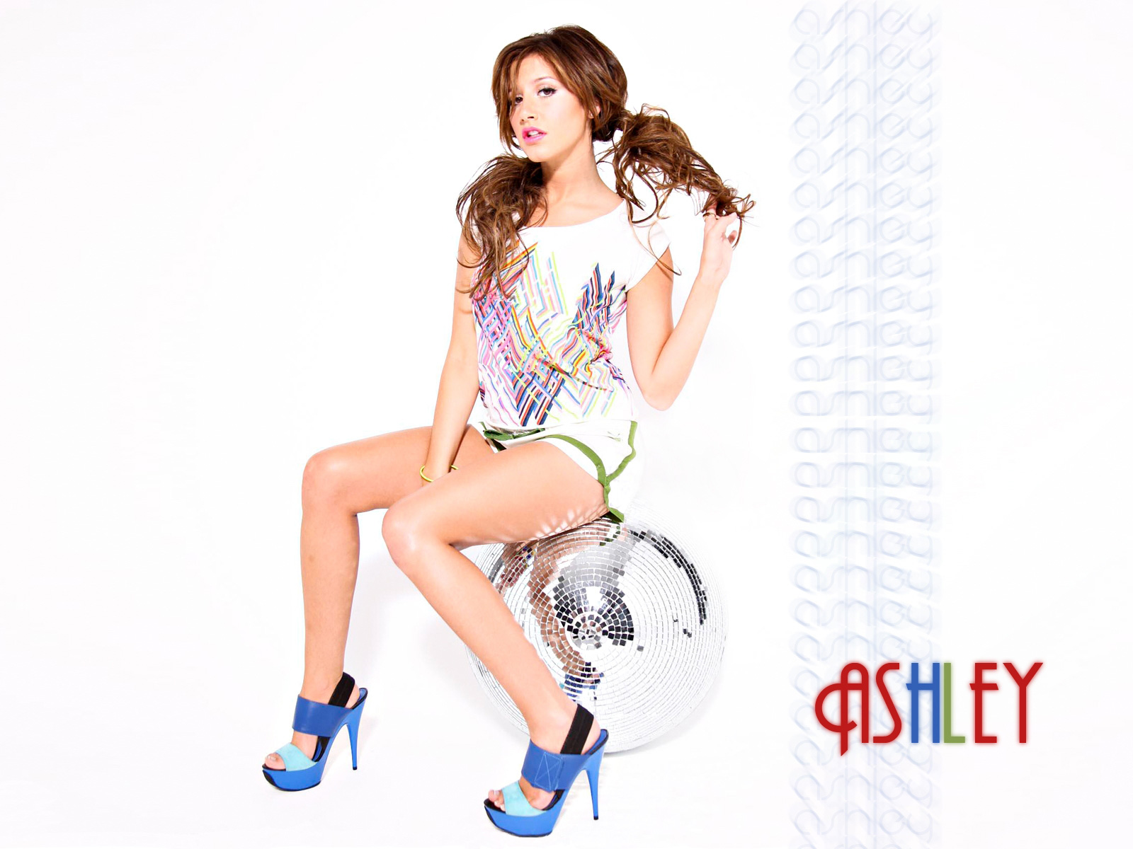 Ashley Tisdale 2010 New wallpaper