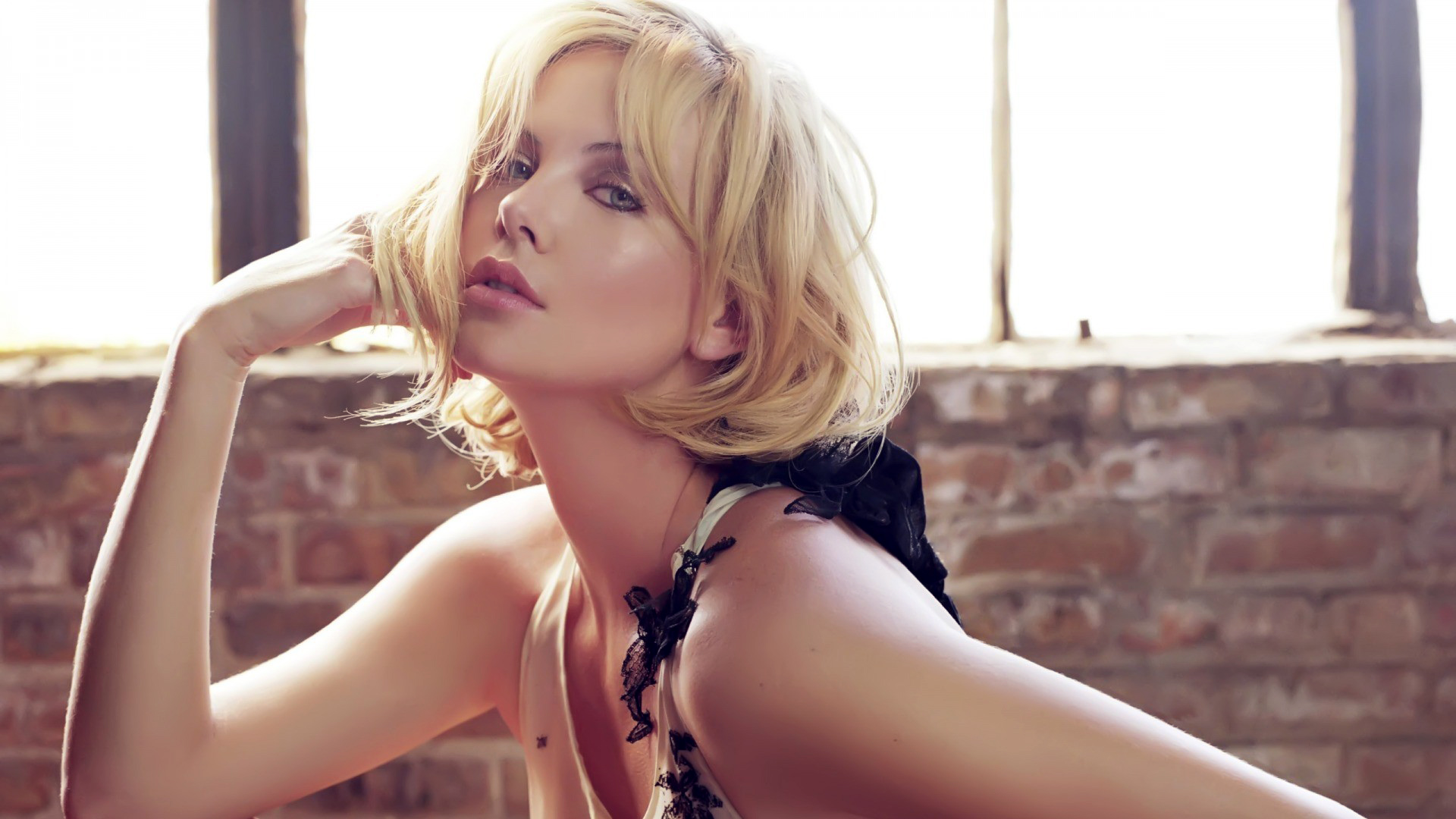 Charlize Theron Hot wallpaper