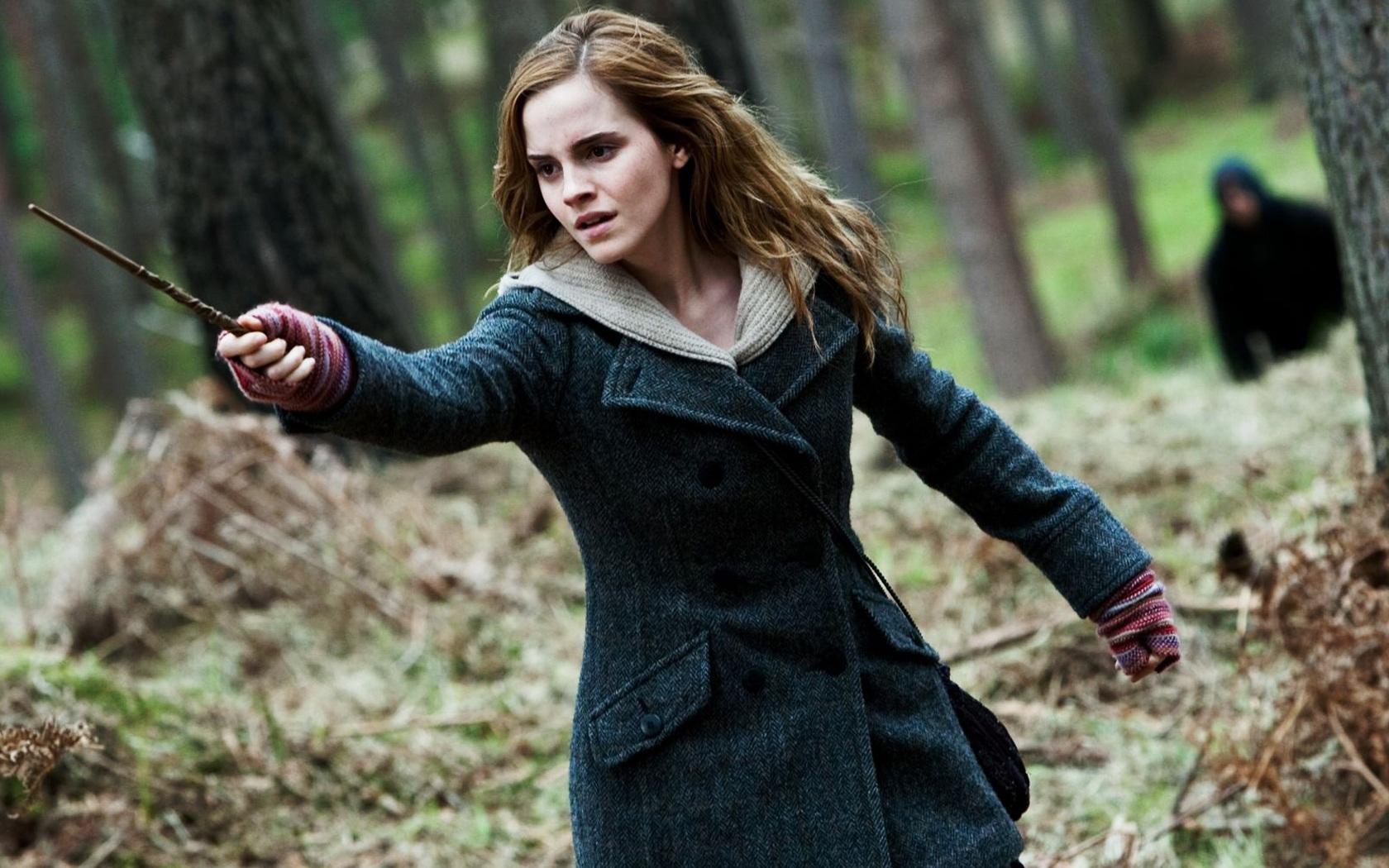 Emma Watson in HP7 wallpaper download