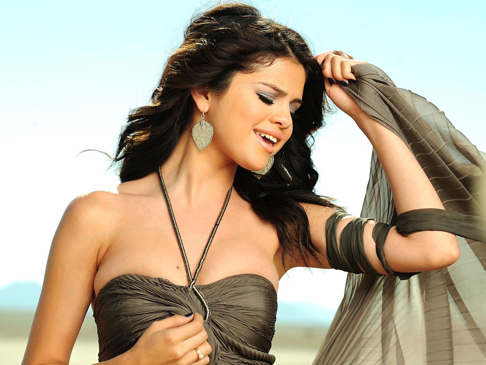 Selena Gomez A Year Without Rain wallpaper