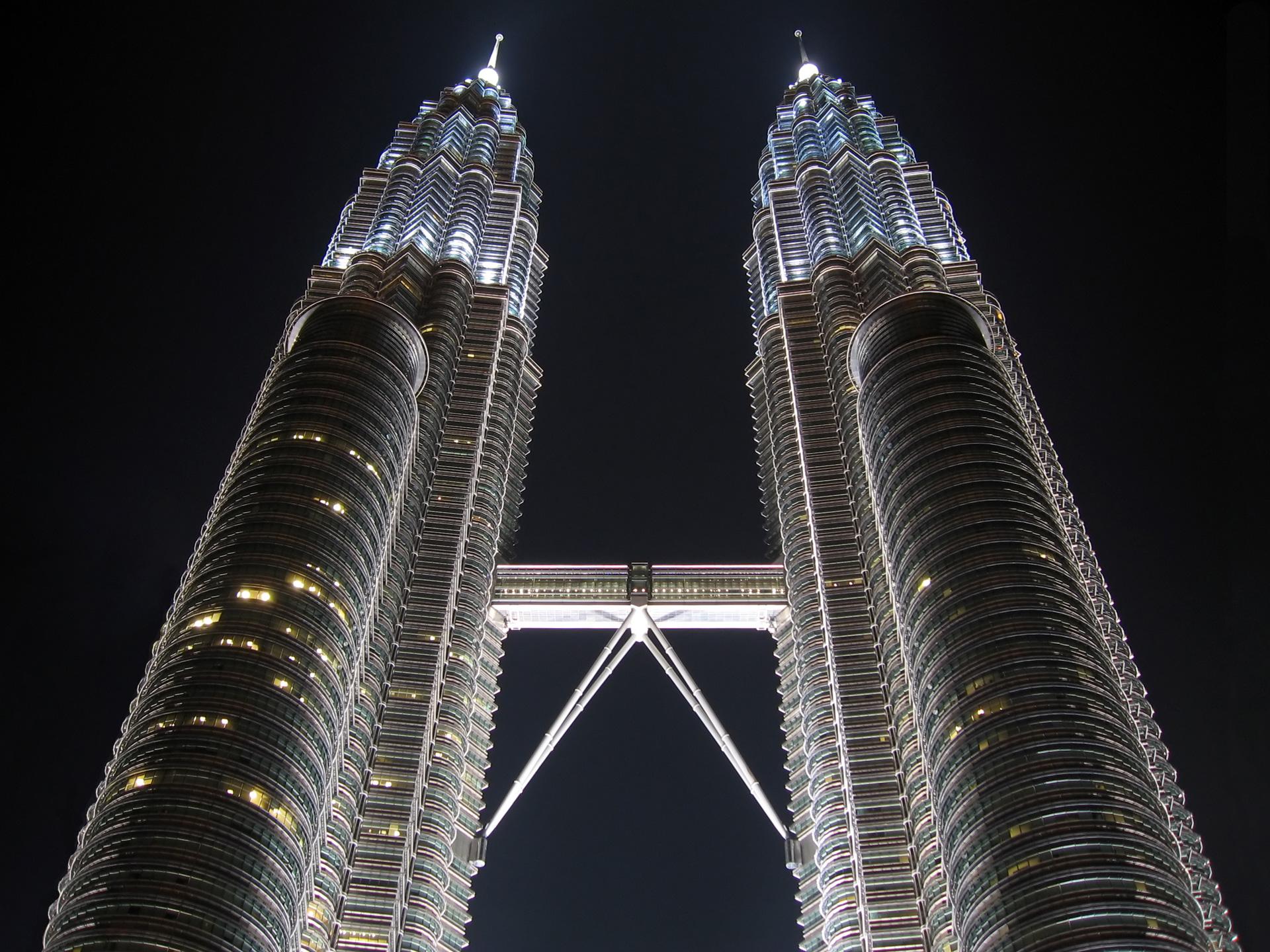 Heights of Petronas wallpaper