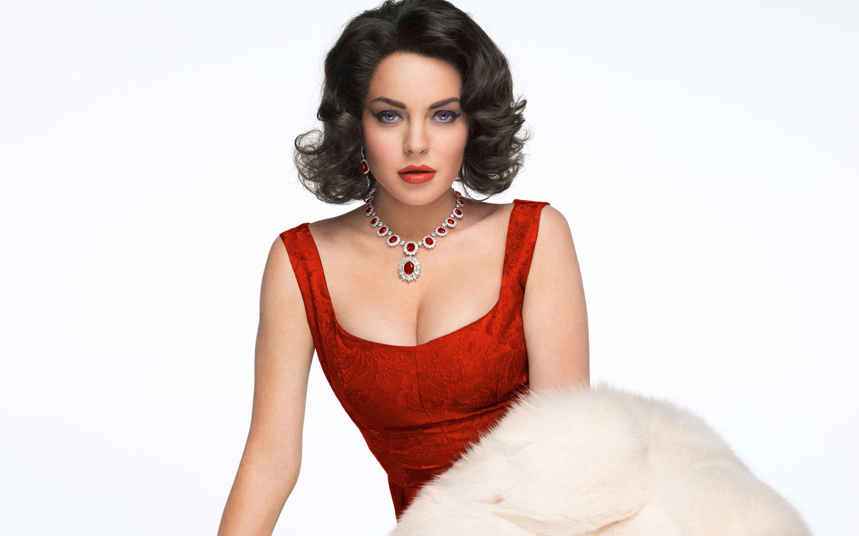 Lindsay Lohan as Elizabeth Taylor wallpaper