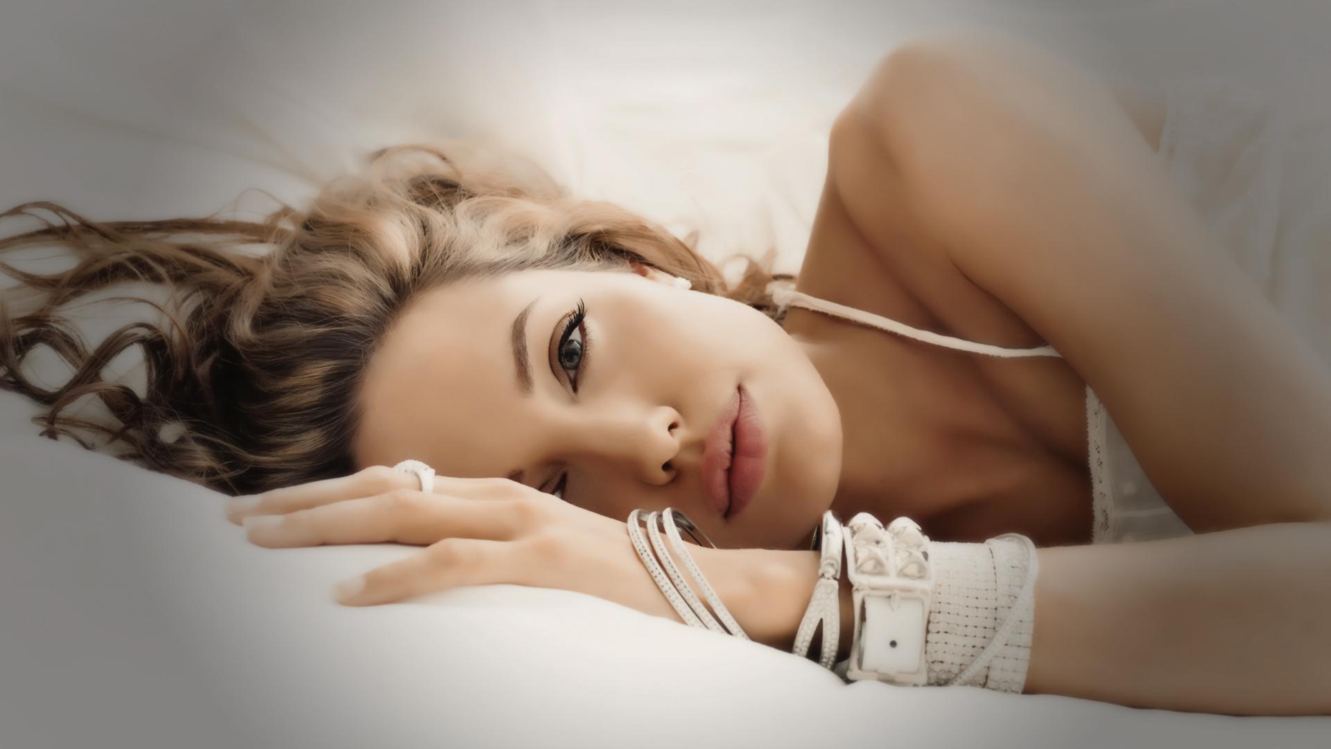 Angelina Jolie 9 wallpaper