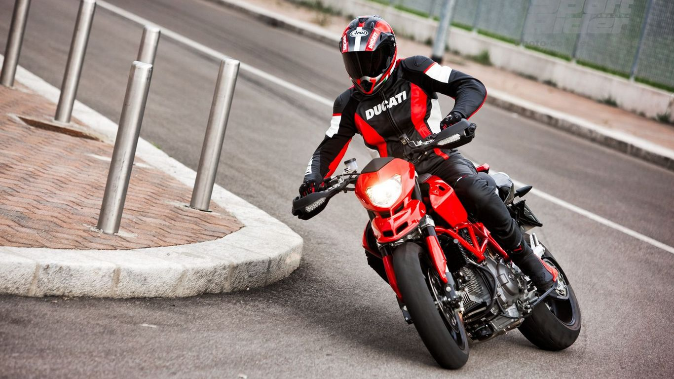 Carbon Ducati Hypermotard Evo Pozadine Wide Moto Berza Com 181346 Wallpaper wallpaper
