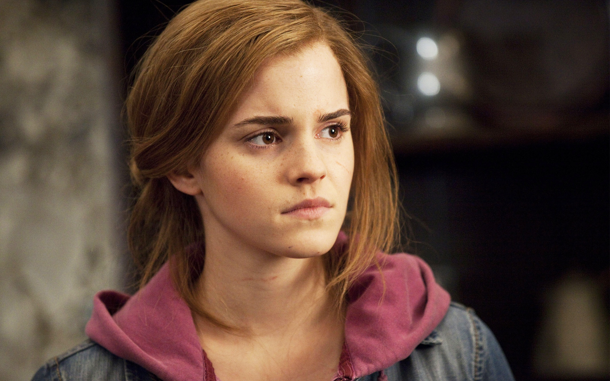 Emma Watson in Deathly Hallows Part 2 wallpaper