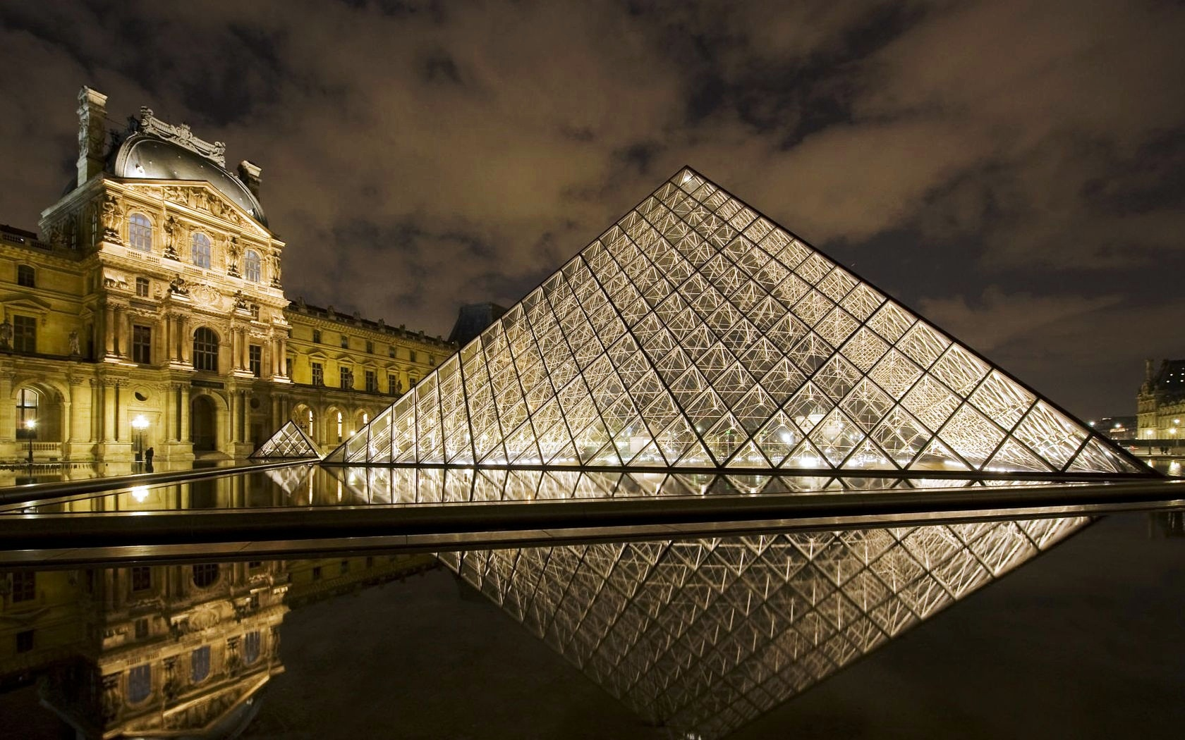Louvre Museum Paris wallpaper