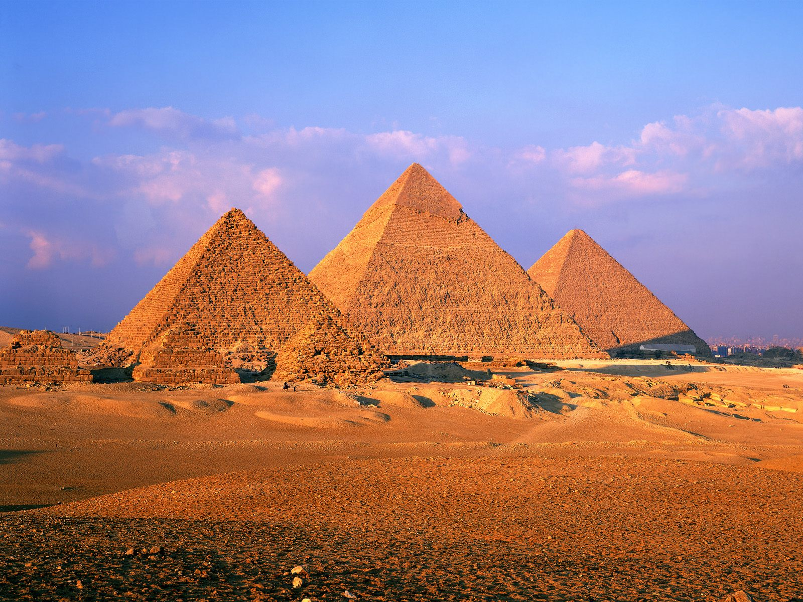 Pyramids of Giza Egypt wallpaper