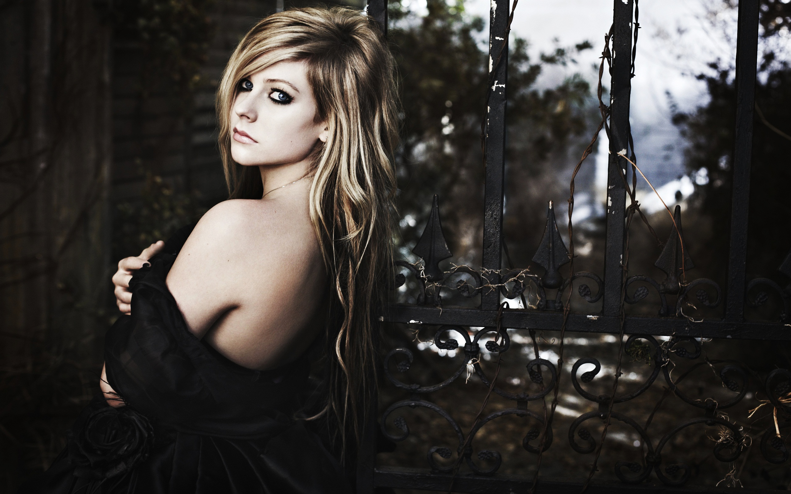 Avril Lavigne Goodbye Lullaby wallpaper