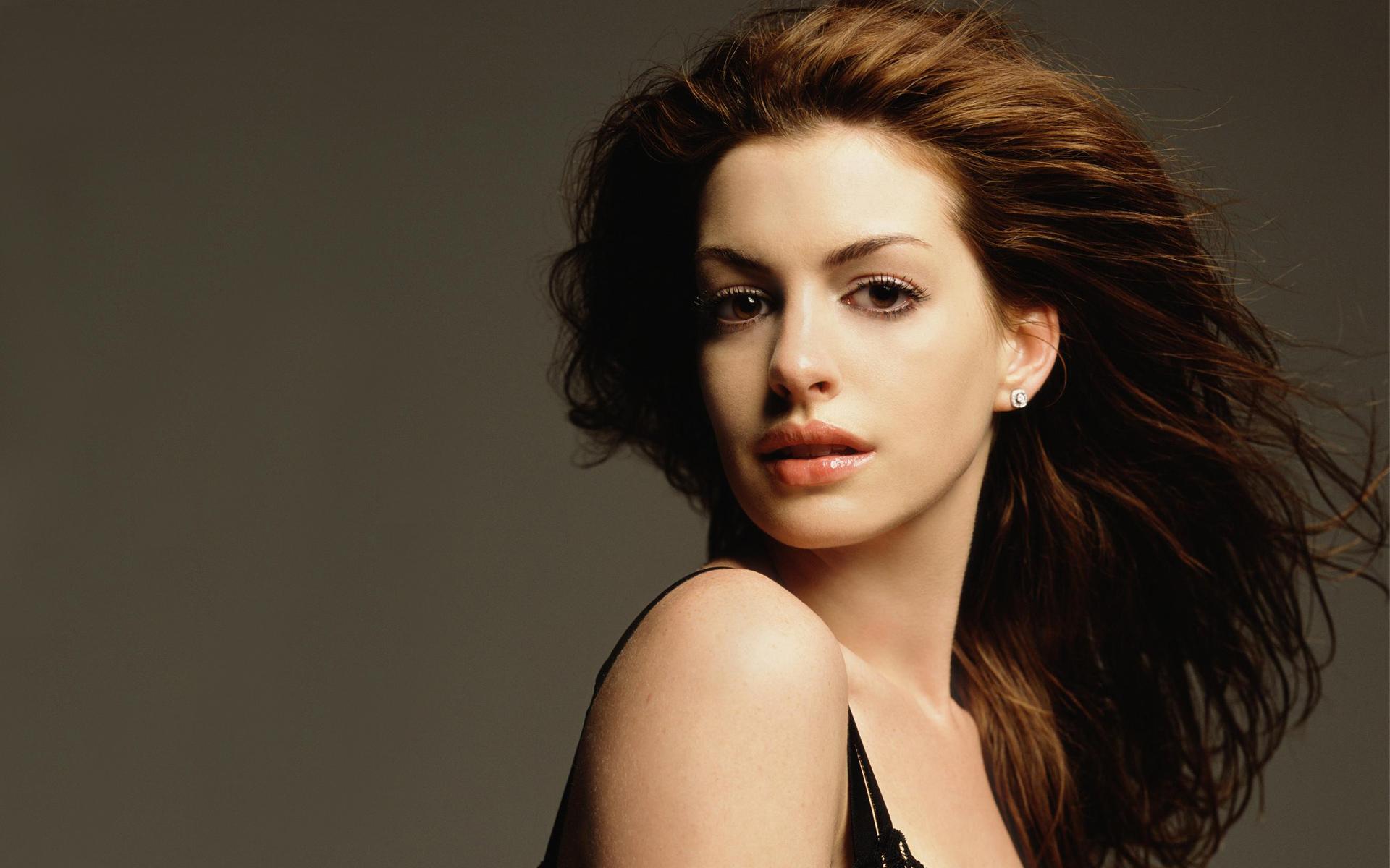 Anne Hathaway 27 wallpaper