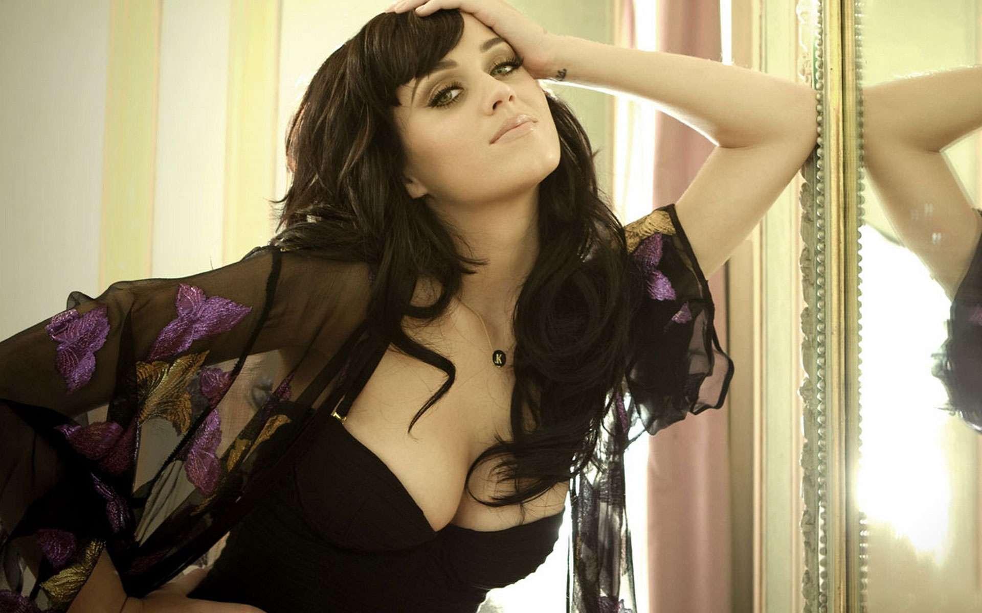 Katy Perry Latest 2010 wallpaper