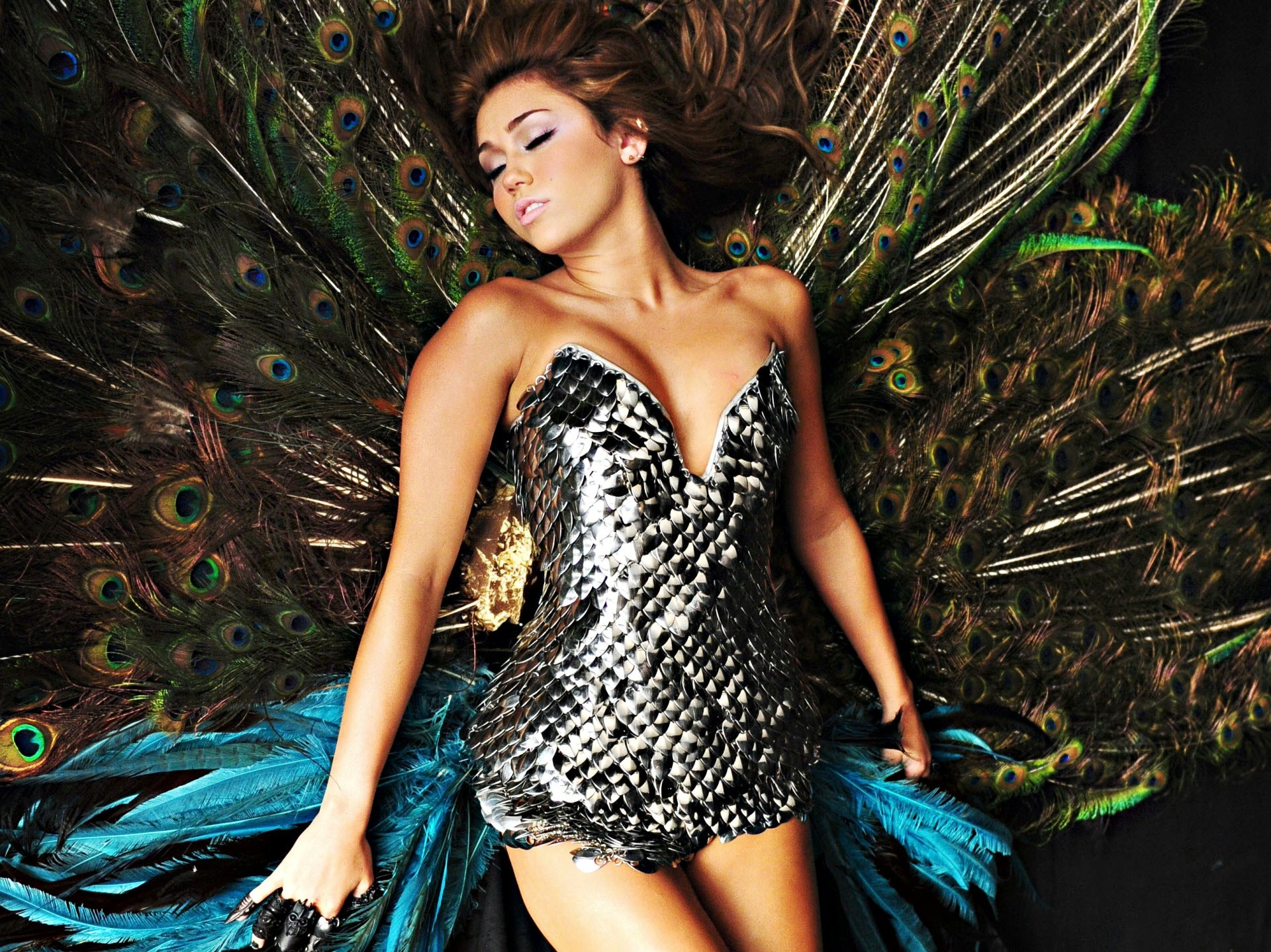 Miley Cyrus Can't Be Tamed Promo wallpaper